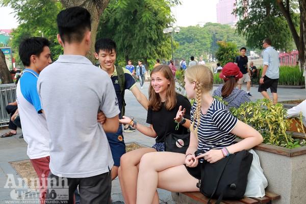 Các tuyến phố đi bộ quanh hồ Gươm với các điểm truy cập wifi miễn phí chắc chắn sẽ là điểm đến yêu thích của giới trẻ cũng như du khách.
