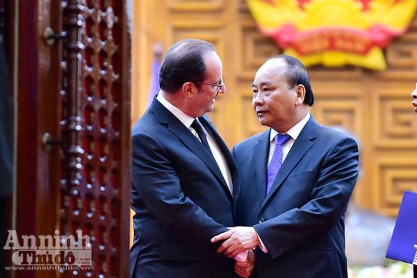 Thủ tướng Nguyễn Xuân Phúc trân trọng đón tiếp Tổng thống Pháp Francois Hollande
