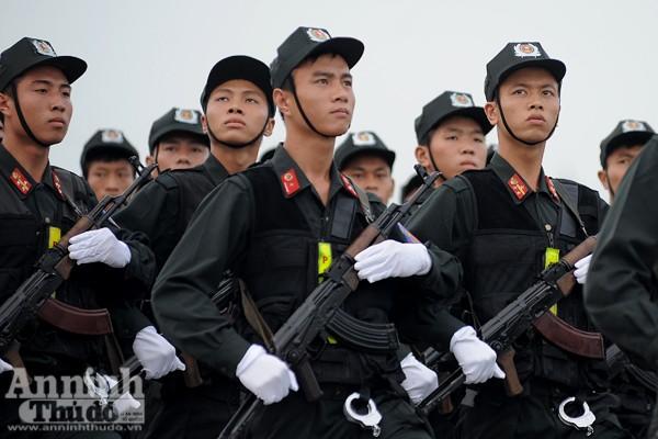 """Cận cảnh những trang thiết bị """"khủng"""" của Cảnh sát cơ động Hà Nội ảnh 3"""