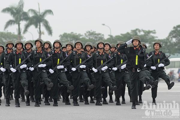 """Cận cảnh những trang thiết bị """"khủng"""" của Cảnh sát cơ động Hà Nội ảnh 4"""