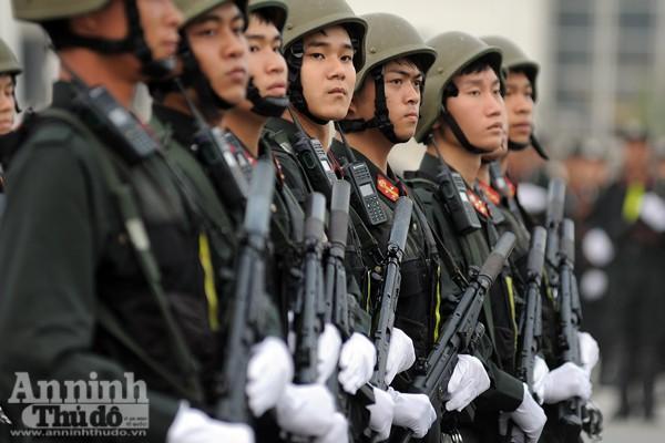 """Cận cảnh những trang thiết bị """"khủng"""" của Cảnh sát cơ động Hà Nội ảnh 5"""