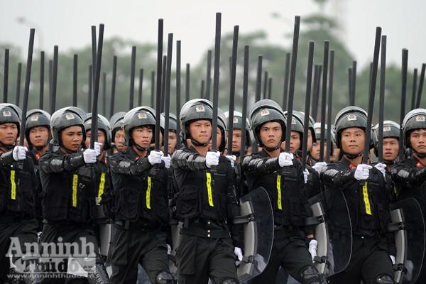 """Cận cảnh những trang thiết bị """"khủng"""" của Cảnh sát cơ động Hà Nội ảnh 7"""