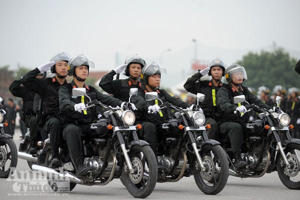 """Cận cảnh những trang thiết bị """"khủng"""" của Cảnh sát cơ động Hà Nội ảnh 8"""