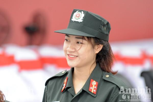 Xem Cảnh sát cơ động Hà Nội đánh võ, bắn súng điêu luyện ảnh 11