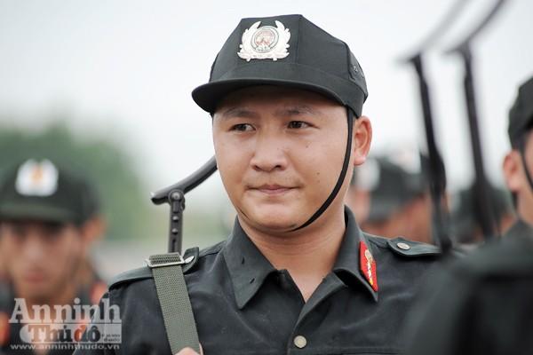 Xem Cảnh sát cơ động Hà Nội đánh võ, bắn súng điêu luyện ảnh 8
