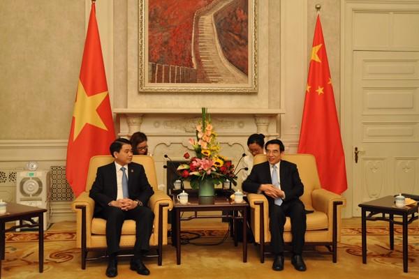 Chủ tịch UBND Thành phố Hà Nội Nguyễn Đức Chung (bên trái) gặp và làm việc với Thị trưởng Bắc Kinh Vương An Thuận