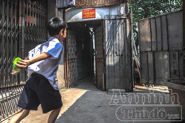 Hà Nội: Nhà đang ở bỗng trôi tuột xuống sông Hồng ảnh 9