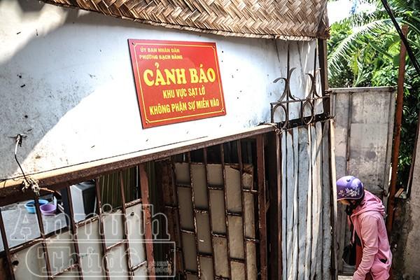 Hà Nội: Nhà đang ở bỗng trôi tuột xuống sông Hồng ảnh 6