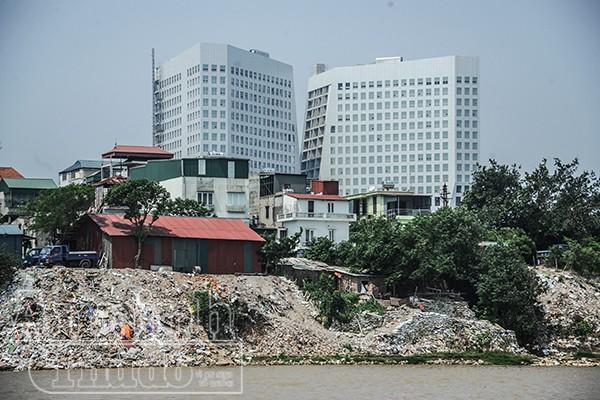 Hà Nội: Nhà đang ở bỗng trôi tuột xuống sông Hồng ảnh 5