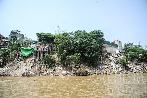 Hà Nội: Nhà đang ở bỗng trôi tuột xuống sông Hồng ảnh 4