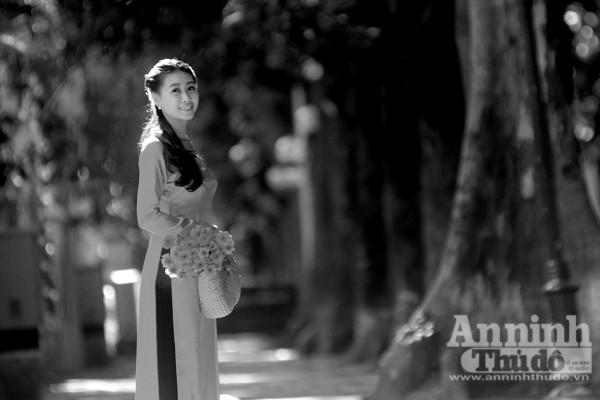 Ngắm mùa thu Hà Nội tuyệt đẹp qua những bức ảnh đen trắng ảnh 2