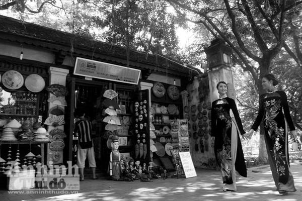 Ngắm mùa thu Hà Nội tuyệt đẹp qua những bức ảnh đen trắng ảnh 8