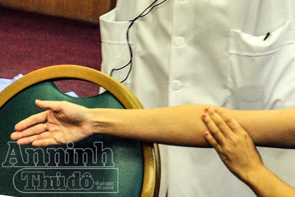 Chi tiết ảnh quy trình sơ cứu vết thương mạch máu do tôn cắt, hoặt vật nhọn cứa ảnh 6