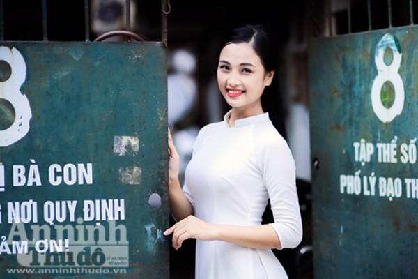 Ngắm nữ sinh tài sắc đẹp mơ màng trong nắng thu Hà Nội ảnh 5
