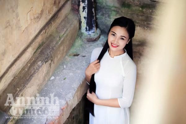 Ngắm nữ sinh tài sắc đẹp mơ màng trong nắng thu Hà Nội ảnh 7