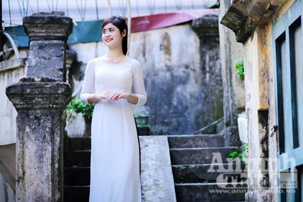 Ngắm nữ sinh tài sắc đẹp mơ màng trong nắng thu Hà Nội ảnh 3