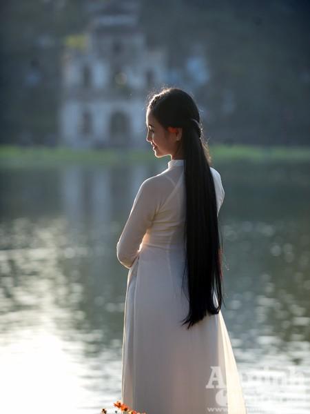 Ngắm nữ sinh tài sắc đẹp mơ màng trong nắng thu Hà Nội ảnh 6