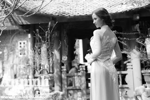 Hình ảnh đẹp của người phụ nữ Việt Nam nói chung với trang phục truyền thống