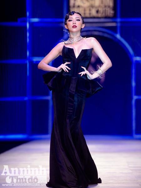 Ngắm Thanh Hằng, Tóc Tiên kiêu sa trên sân khấu Tuần lễ thời trang quốc tế Việt Nam Thu - Đông 2016 ảnh 4