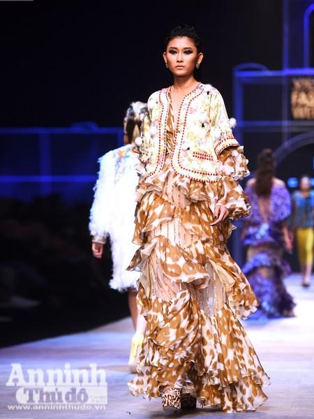 Ngắm Thanh Hằng, Tóc Tiên kiêu sa trên sân khấu Tuần lễ thời trang quốc tế Việt Nam Thu - Đông 2016 ảnh 8