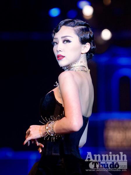 Ngắm Thanh Hằng, Tóc Tiên kiêu sa trên sân khấu Tuần lễ thời trang quốc tế Việt Nam Thu - Đông 2016 ảnh 6