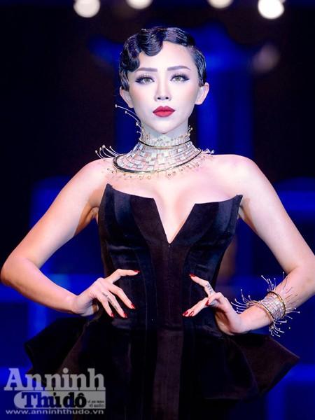 Ngắm Thanh Hằng, Tóc Tiên kiêu sa trên sân khấu Tuần lễ thời trang quốc tế Việt Nam Thu - Đông 2016 ảnh 5