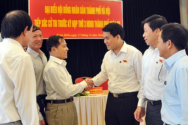 Chủ tịch UBND TP Nguyễn Đức Chung trao đổi với cử tri quận Hoàn Kiếm