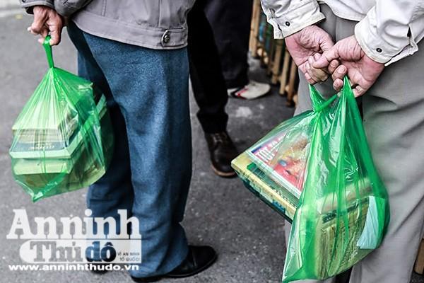 Sưu tầm, mua sách cũ một nét đẹp trong sinh hoạt văn hóa người Hà Nội
