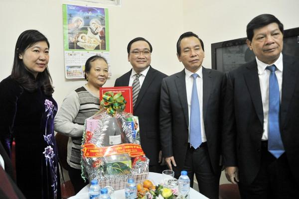 Bí thư Thành ủy Hà Nội Hoàng Trung Hải chúc mừng Giáng sinh Tòa Tổng giám mục Giáo phận Hà Nội