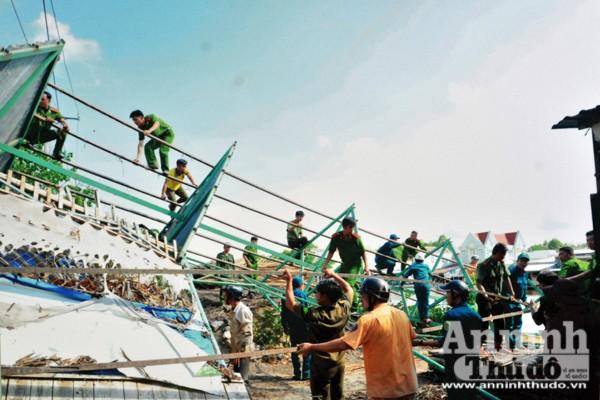Công an tỉnh Cà Mau giúp dân khắc phục hậu quả thiên tai