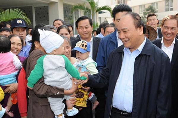 Thủ tướng gặp gỡ, trò chuyện với người dân tại Khu nhà ở xã hội Đặng Xá, Gia Lâm, Hà Nội ngày 6-12-2016