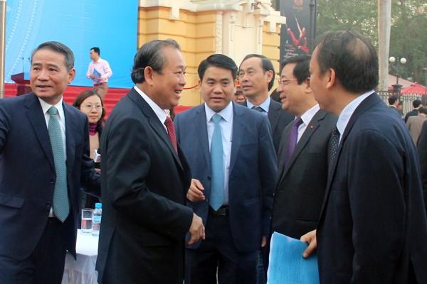 Phó Thủ tướng Trương Hòa Bình trao đổi cùng lãnh đạo TP Hà Nội tại buổi lễ