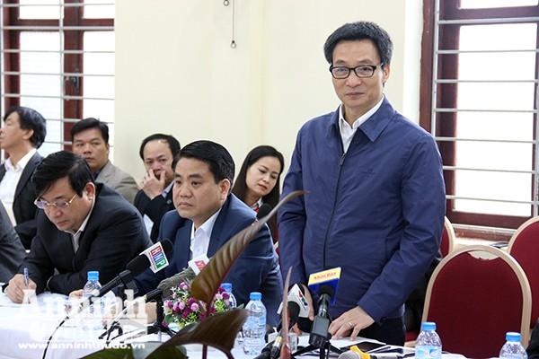 Phó Thủ tướng Vũ Đức Đam phát biểu tại buổi làm việc với ngành y tế Thủ đô tại UBND phường Tây Mỗ, quận Nam Từ Liêm