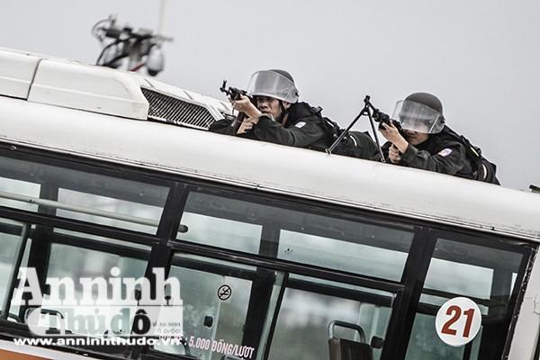 Lực lượng bắn tỉa tham gia các tình huống trấn áp tội phạm, chống khủng bố