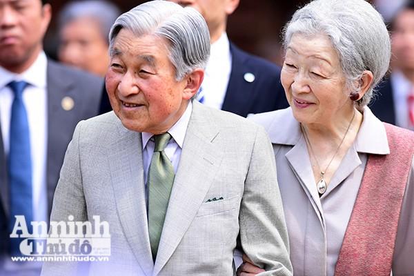 Nhà vua và Hoàng hậu Nhật Bản luôn quan tâm tới vấn đề giáo dục và giao lưu văn hóa.