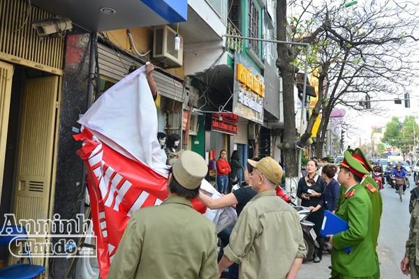 Hà Nội: Nhiều hộ dân tự phá dỡ phần lấn chiếm vỉa hè ảnh 4