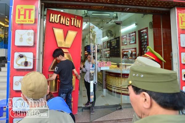 Hà Nội: Nhiều hộ dân tự phá dỡ phần lấn chiếm vỉa hè ảnh 5