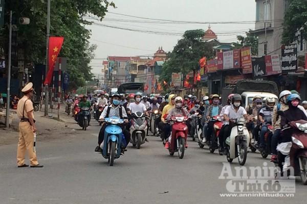 Người dân đổ về Thủ đô sau kỳ nghỉ lễ 30-4 ảnh 1