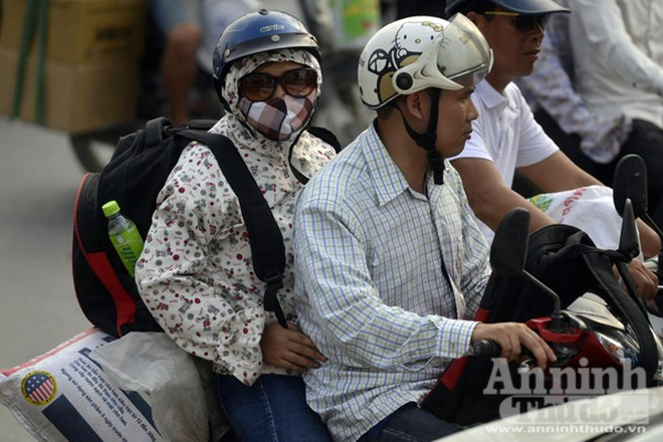Người dân đổ về Thủ đô sau kỳ nghỉ lễ 30-4 ảnh 5