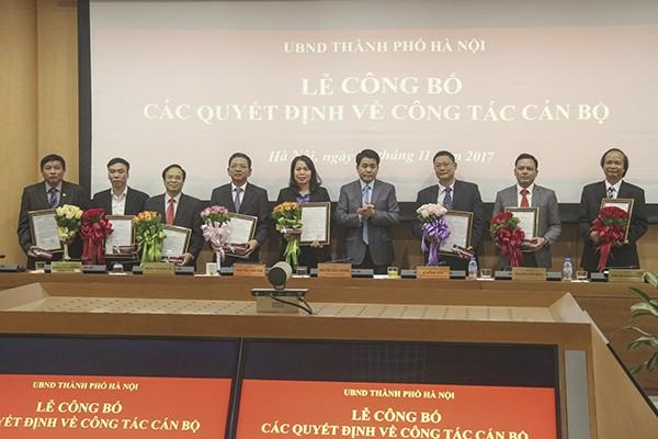 Chủ tịch UBND TP Nguyễn Đức Chung trao quyết định bổ nhiệm 8 đồng chí lãnh đạo các sở ngành...