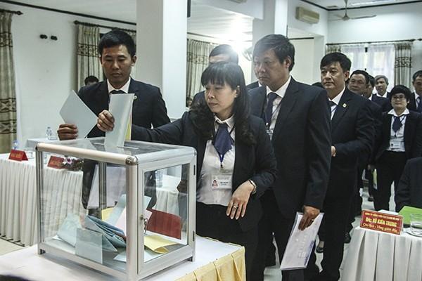 Người lao động Công ty TNHH MTV Công viên cây xanh Hà Nội bỏ phiếu bầu Ban Chấp hành Công đoàn khóa IX nhiệm kỳ 2017-2022