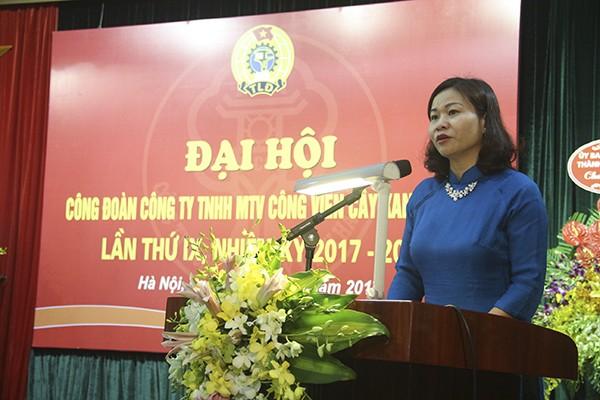 Chủ tịch Liên đoàn Lao động TP Hà Nội Nguyễn Thị Tuyến phát biểu tại đại hội