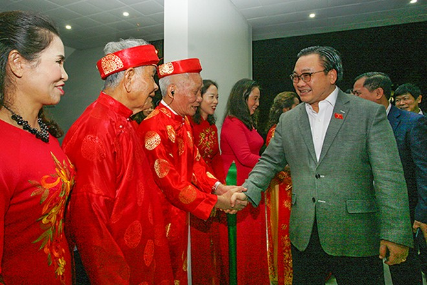 Bí thư Thành ủy Hoàng Trung Hải chia vui cùng nhân dân cụm dân cư liên cơ phường Sài Đồng nhân Ngày hội đại đoàn kết toàn dân tộc