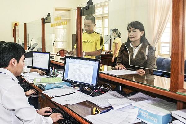 Tiếp công dân tại bộ phận một cửa phường Hà Cầu, quận Hà Đông