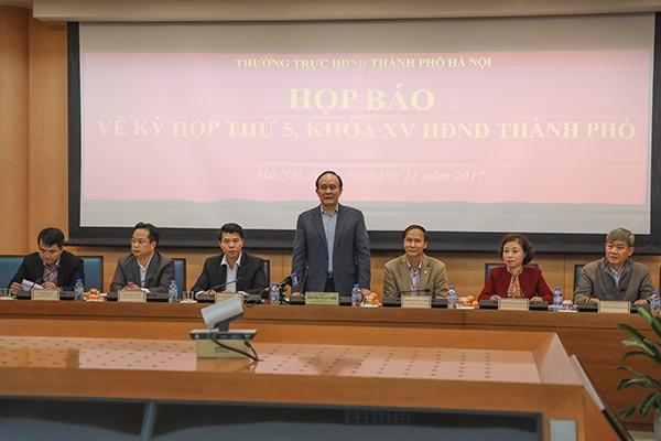 Phó Chủ tịch Thường trực HĐND TP Hà Nội phát biểu tại buổi họp báo