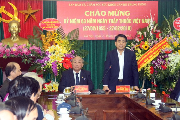 Chủ tịch UBND TP Nguyễn Đức Chung phát biểu tại buổi gặp mặt