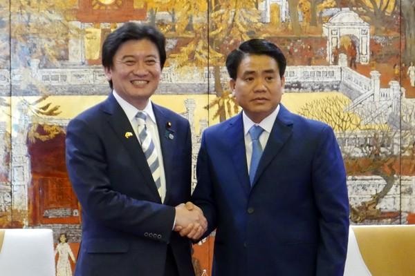 Chủ tịch UBND TP Hà Nội Nguyễn Đức Chung trân trọng đón tiếp Thứ trưởng Bộ Môi trường Nhật Bản Arata Takebe