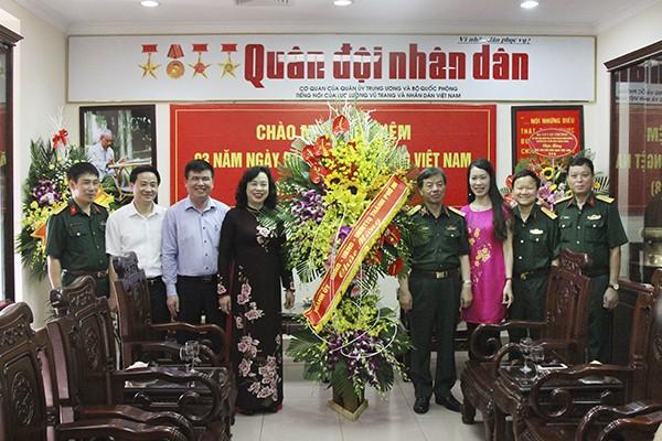 Ủy viên Trung ương Đảng, Phó Bí thư Thường trực Thành ủy Hà Nội Ngô Thị Thanh Hằng đến thăm và chúc mừng Báo Quân đội nhân dân