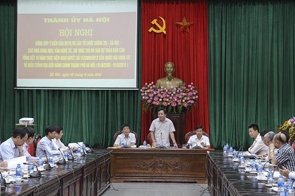 Trưởng Ban Tuyên giáo Thành ủy Nguyễn Văn Phong phát biểu tại hội nghị
