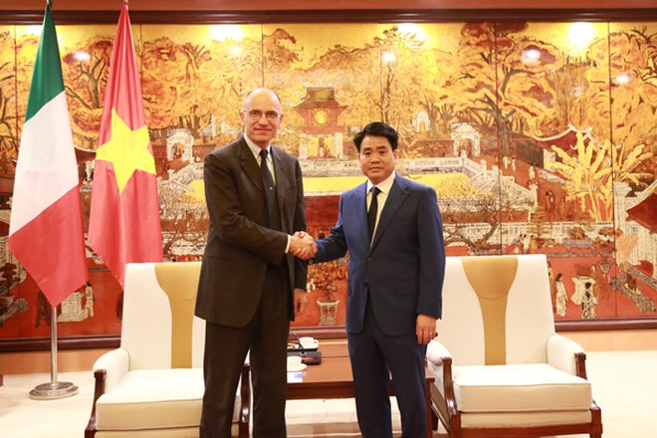 Chủ tịch UBND TP Hà Nội Nguyễn Đức Chung trân trọng đón tiếp ngài Enrico Letta, nguyên Thủ tướng Italia
